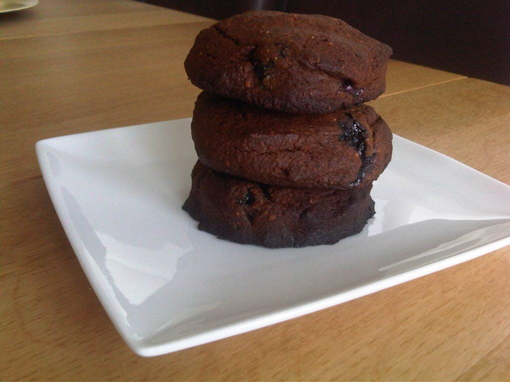 brownies met hazelnoten en blauwe bessen