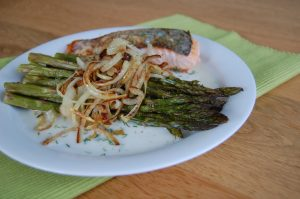 Asparagus with Salmon and Garlic-Dill Sauce