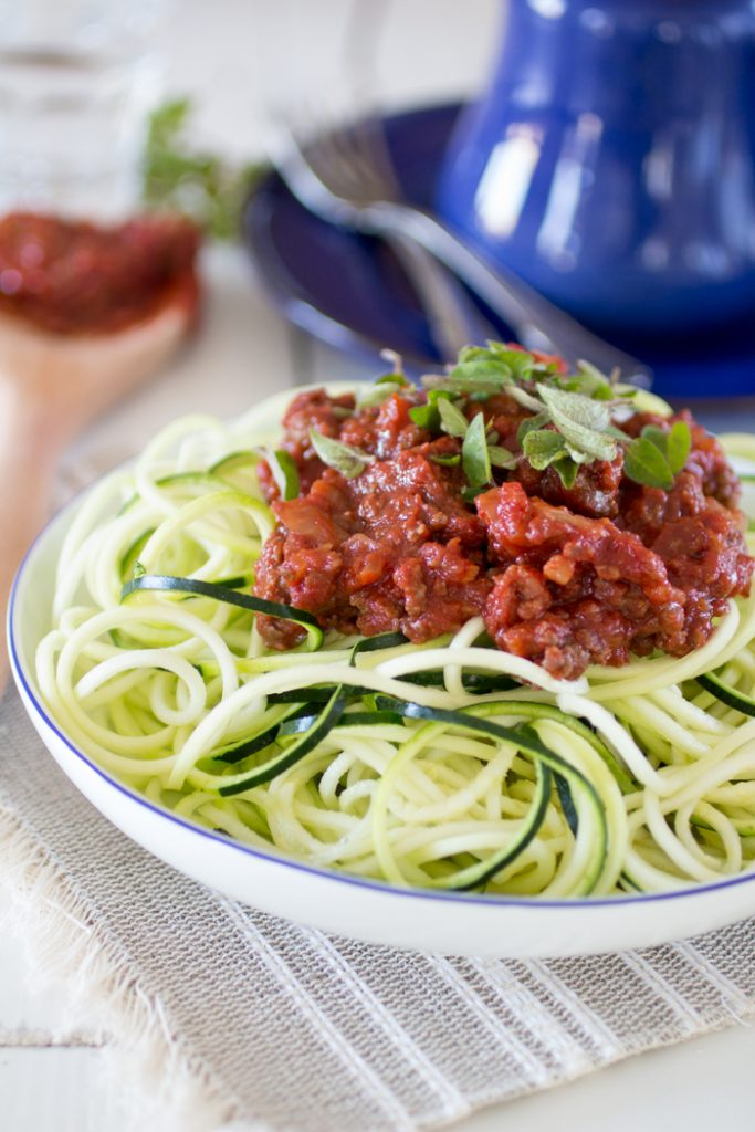Paleo courgette pasta met bolognese saus eetpaleo - Comment cuisiner courgette spaghetti ...