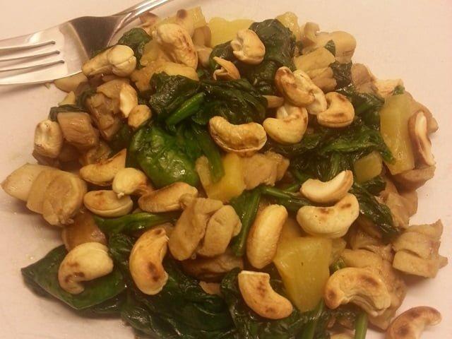 Spinazie kip met geroosterde cashewnoten