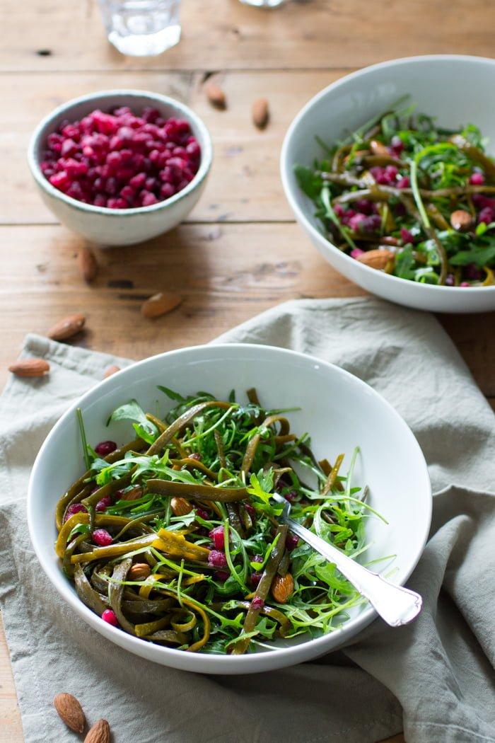 Zeewierpasta salade met granaatappel
